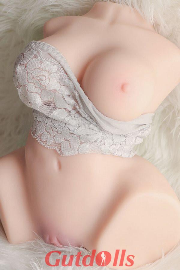 Sanftes schönes Mädchen 132cm winzige Brüste normaler