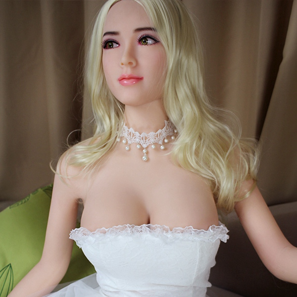 Vollbusige Sexdoll 168cm